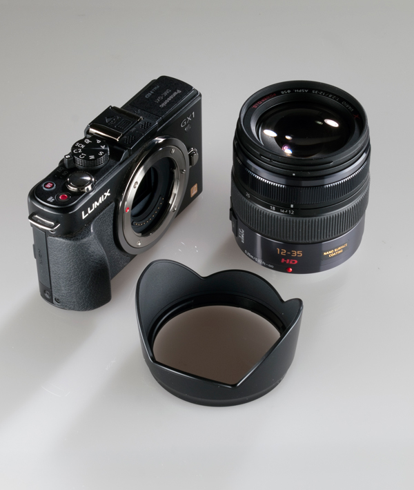 Panasonic Lumix GX Vario 12 35mm F2.8 Asph for Micro Four Thirds with Lens Hood