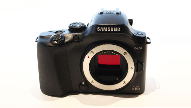 Samsung NX20 Compact System Camera
