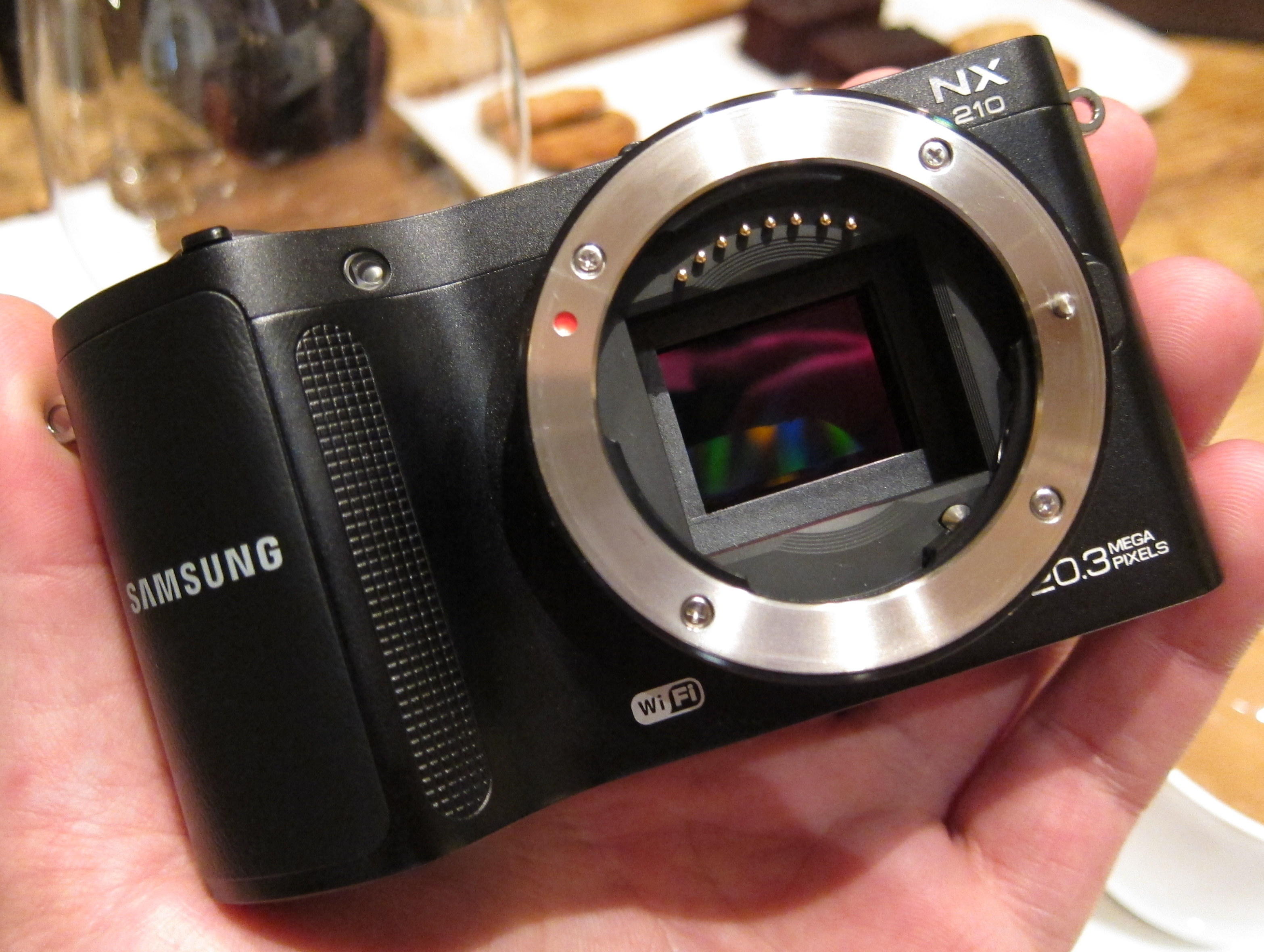 Samsung NX210 Compact System Camera